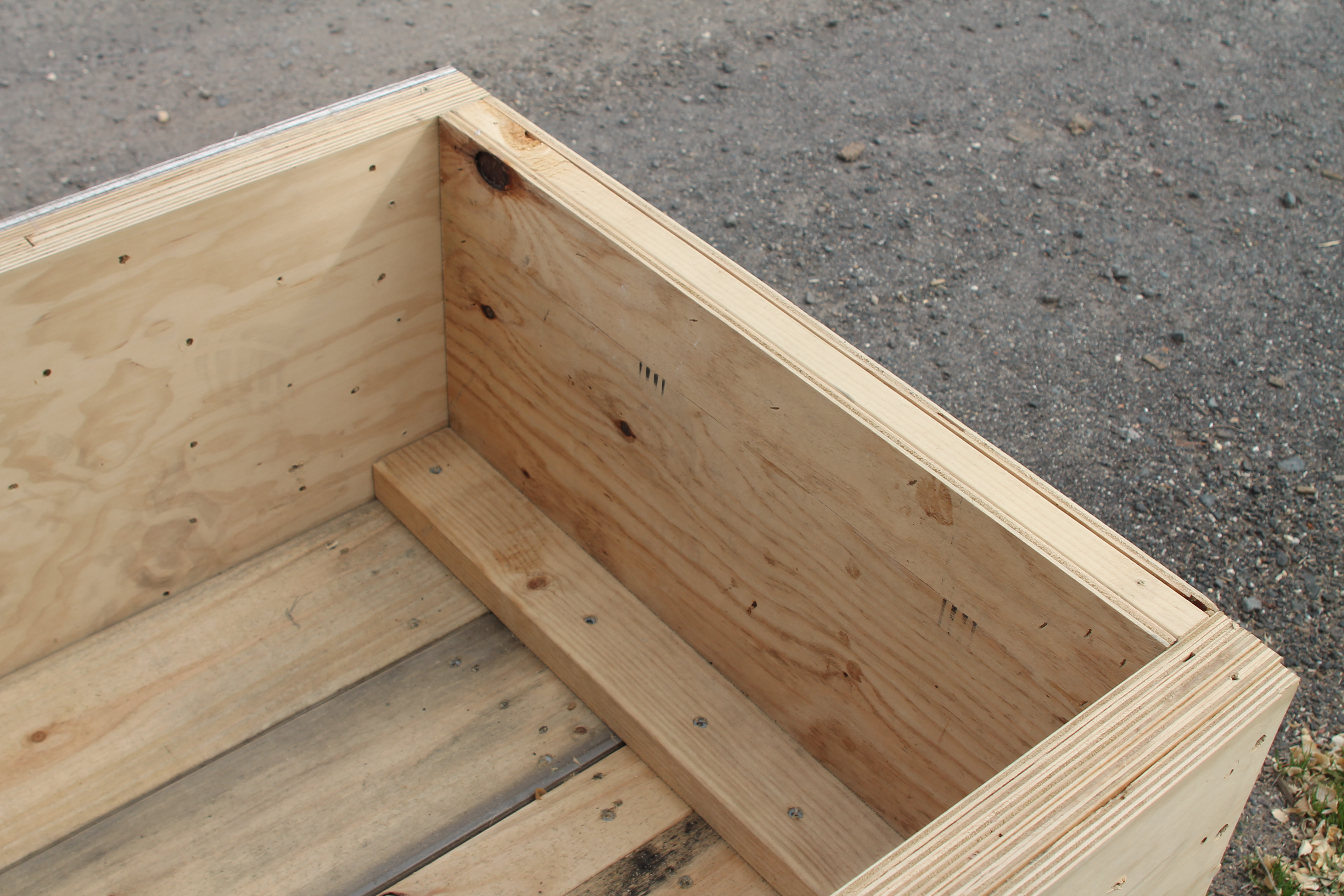 Extra large crate 008